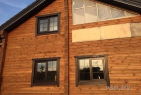 Окно с ламинацией в дом из клеенного бруса